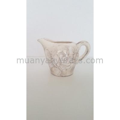 V.K.31-02 Domború mintás tejkiöntő,virágos natur,kerámia,kézzel festett