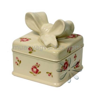 V.K.50-16 Violin rózsás szögletes doboz,kerámia,kézzel festett